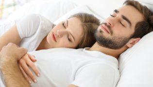 Die besten Einschlaf-Tipps für Mama und Papa