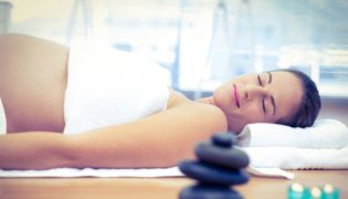 Massage gegen Schwangerschaftsstreifen