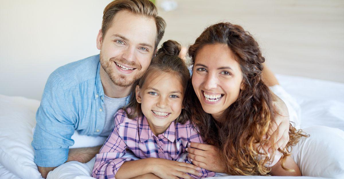 Eltern mit Adoptivkind