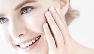 Seidige Gesichtspflege für trockene Haut in der Schwangerschaft